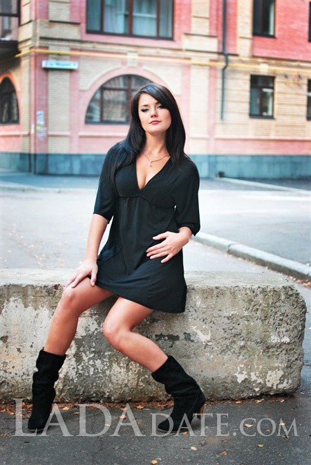 Russian mail order brides evgeniya from poltava with Black hair age 31