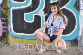 Foriegn lady lyudmila from nikolaev with Light Brown hair age 35