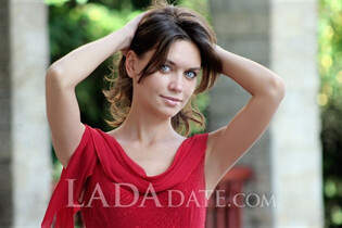 Dating sexy Russian woman nastya from nova kakhovka with Light Brown hair age 30