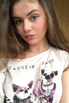 Single women ukraine daria from pawlograd with Light Brown hair age 18