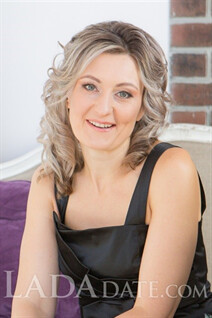Hot russian girl anzhela from saint-petersburg with Light Brown hair age 41