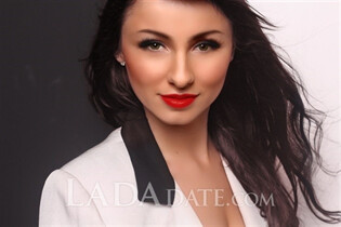 Russian bride tours with yuliya from kiev with Dark Brown hair age 30