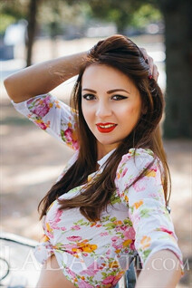 Russian bride maria from nikolaev with Light Brown hair age 30