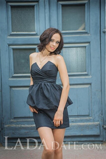 Russian mail order brides yana from poltava with Black hair age 37