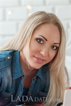 Ukranian bride alena from mariupol with Blonde hair age 28