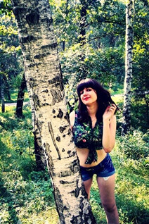 Dating Ukraine woman yuliya from hrebinka with Black hair age 24