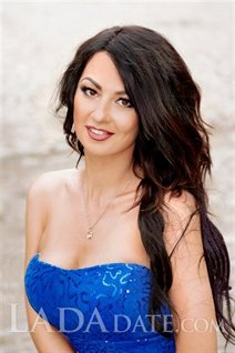 Russian brides in bikini juliya from kharkov with Dark Brown hair age 32