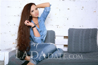 Ukrainian women kseniya from saint-petersburg with Black hair age 25