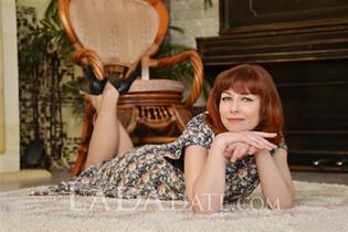 Single Ukraine lady elena from nikolaev with Red hair age 40