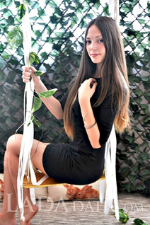 Russian beauty woman daria from nikolaev with Dark Brown hair age 20