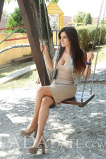 Beautiful ukraine bride dina from kropivnitskiy with Light Brown hair age 25