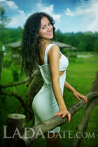 From Ukraine woman yana from kherson with Black hair age 27