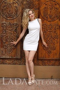 A pretty woman russian tatyana from mariupol with Blonde hair age 27