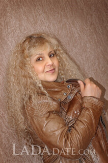 Average ukrainian woman suzanna from velikiy-novgorod with Blonde hair age 54