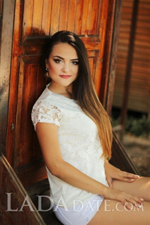 Beautiful ukraine girl veronika from nikolaev with Light Brown hair age 22