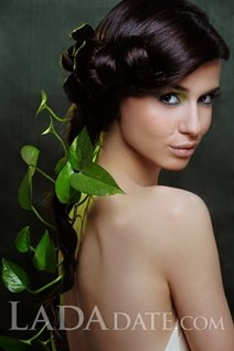 Ukraine ladies for marriage elena from ternopol with Dark Brown hair age 27