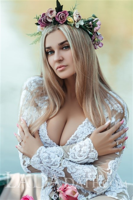 Global lady gloria from odessa with Blonde hair age 21