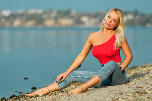 Dating ukrainian woman elena from nikolaev with Blonde hair age 31