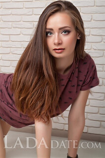 Ukrainian girl anastasia from nikolaev with Dark Brown hair age 22