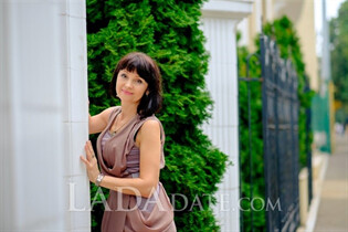 Beautiful single Ukraine woman taisia from odessa with Dark Brown hair age 57
